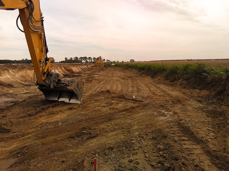 Bild 8 | Renaturierung Breiter Graben - Grabenverfüllung vor der Profilierung